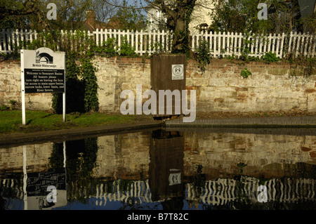 View of a section of the Staffordshire and Worcestershire Canal at Stourport, including British Waterways sign - Stock Photo