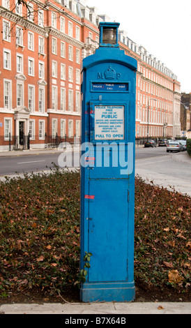 The Grosvenor Square Police Post, outside the US embassy, a public emergency phone box, London.  Jan 2009 - Stock Photo
