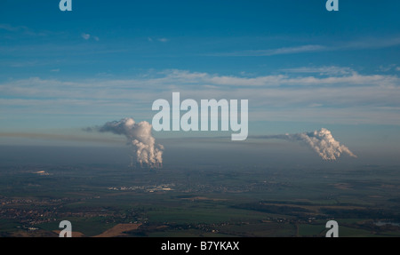 Sulphurous Pollution drifting away from Ferrybridge, Eggborough and Drax Coal Fired Power Stations, Yorkshire, Northern - Stock Photo