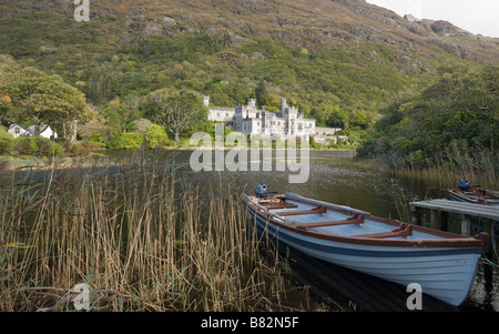 Kylemore Abbey, Lake and Dingies. Small boats for fishing on the lake in the forground of a view of the famous Abbey - Stock Photo