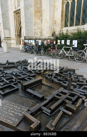A model of Cambridge city centre with bikes parked against railings - Stock Photo