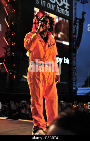 Emmanuel Jal performs to the crowd at a concert in London - Stock Photo