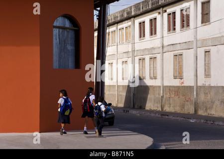 Schoolchildren walking home on Calle La Calzada in Granada, Nicaragua. - Stock Photo