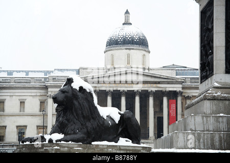 Snow on trafalgar square and the national gallery in london england uk winter - Stock Photo