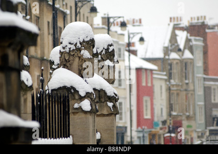 The sculptures on the railings outside the Sheldonian Theatre Oxford University - Stock Photo