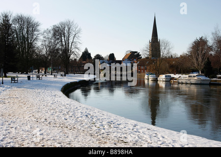 River Thames at Abingdon, snow covered riverbank and 'St Helens' Church Spire, Oxfordshire, England, UK, Winter - Stock Photo