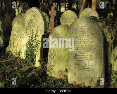 Overgrown headstones in Highgate cemetery, London - Stock Photo