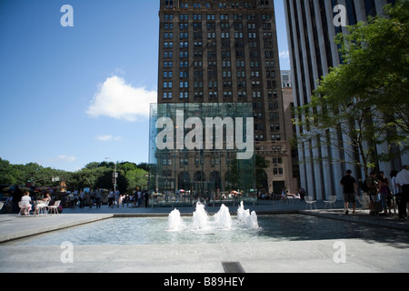 Fountain near Apple Store glass cube on Fifth Avenue - Stock Photo