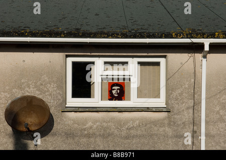 Exterior detail of a house where a poster of the revolutionary leader Ernesto 'Che' Guevara can be seen in the window. - Stock Photo