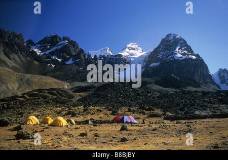 Base camp at Lake Chiar Kota below Mt Condoriri, Cordillera Real, Bolivia - Stock Photo