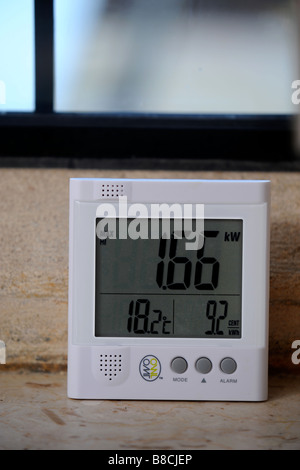 AN ENERGY CONSUMPTION MONITOR DISPLAYING THE TOTAL CURRENT POWER USAGE IN A HOUSE UK - Stock Photo