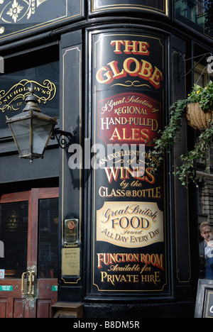 Exterior of the Globe pub in Moorgate London - Stock Photo