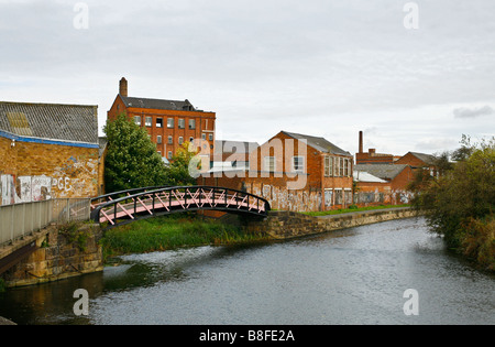 Derelict warehousing and lock on the Grand Union canal, left over from the textile manufacturing trade, Leicester, - Stock Photo