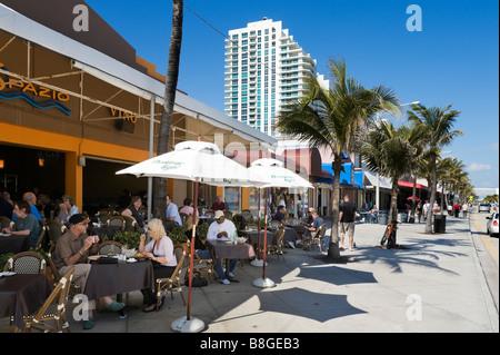 Cafe Bar on Fort Lauderdale Beach Boulevard, Fort Lauderdale Beach, Gold Coast, Florida, USA - Stock Photo