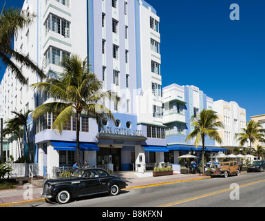 Vintage cars in front of the art deco Park Central Hotel on Ocean Drive, South Beach, Miami Beach, Florida - Stock Photo