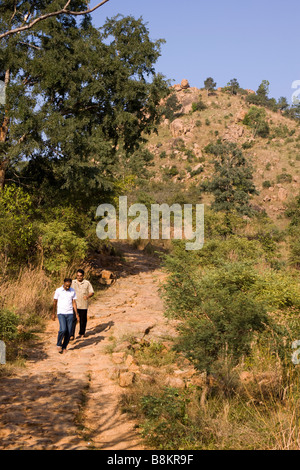 India Tamil Nadu Tiruvannamalai pilgrims walking on path up to Mount Arunachaleswar shrine - Stock Photo