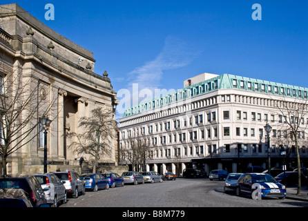 Le Mans Crescent, town centre, Bolton, UK. Bolton Magistrates Court - on left. - Stock Photo