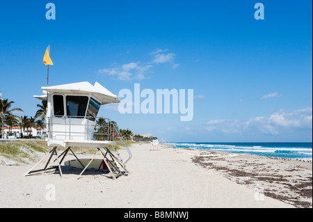 Lifeguard Hut on the beach near the intersection of South Ocean Boulevard and Brazilian Avenue, Palm Beach, Gold - Stock Photo
