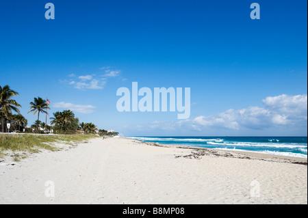 Beach near the intersection of South Ocean Boulevard and Brazilian Avenue, Palm Beach, Gold Coast, Florida, USA - Stock Photo