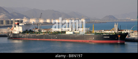 Fujairah port on the Gulf of Oman oil tanker loading from nearby refinery and storage facilities - Stock Photo