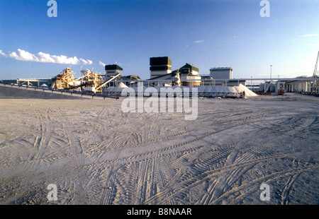 Sua Pan alkaline soda ash plant - Stock Photo