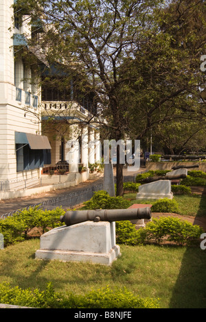 India Tamil Nadu Chennai Fort Saint George colonial cannon outside museum building - Stock Photo