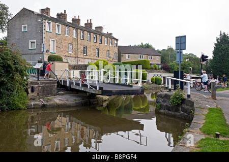 Man opening Brewery Swing Bridge near Skipton on the Leeds to Liverpool canal - Stock Photo