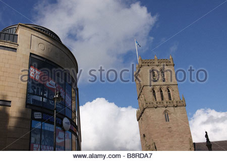 Auld Steeple church and Overgate shopping Centre in Dundee City Centre  February 2009 - Stock Photo