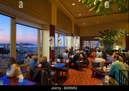 San Francisco, California, USA. Top of the Mark rooftop bar at sunset, Intercontinental Mark Hopkins Hotel, Nob - Stock Photo