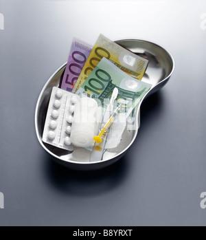 Edelstahl Nierenschale mit Euroscheinen