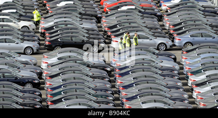 A WORKER WALKS AMONGST BRAND NEW JAGUAR CARS AT THE CAR COMPANYS FACTORY AT CASTLE BROMWICH,BIRMINGHAM ,UK. - Stock Photo
