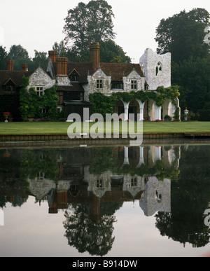 Medmenham Abbey on the river Thames, Buckinghamshire - Stock Photo