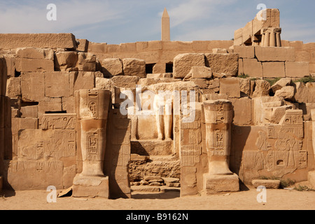 Seated figures on throne and damaged osiris statues, Chapel of the 'Hearing Ear', Karnak Temple ruins, Luxor, Egypt - Stock Photo