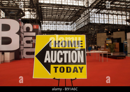 Real estate bargain hunters descend on the Jacob Javits Convention Center in New York - Stock Photo