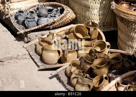 Traditional Chinese pottery at the market in Lijiang, Yunnan, China - Stock Photo