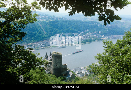 Burg Katz with St Goar beyond on the Rhine, the castle of the cat, not far away is Burg Maus -The castle of the - Stock Photo