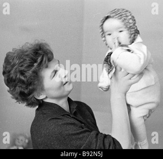 Soviet space pilot Hero of the Soviet Union Valentina Nikolayeva Tereshkova with her daughter Alyonka - Stock Photo