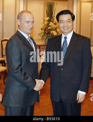 Russian President Vladimir Putin and Chinese President Hu Jintao meeting in Bangkok - Stock Photo