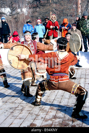 The traditional 950 km Beringia 2007 dog sled race which got underway March 7 from Esso town on the Kamchatka Peninsula - Stock Photo