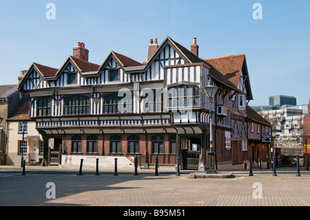 Tudor House in Southampton was built in about 1492 but originally consisted of three dwellings dating back to c - Stock Photo