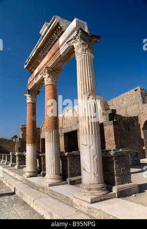 Italy, Campania, Napoli, Pompeii. Portico in front of the Macellum in the north eastern corner of the Forum. - Stock Photo
