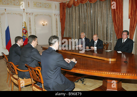 From left to right in the background Viktor Chernomyrdin Russian Ambassador to Ukraine Russian President Vladimir - Stock Photo