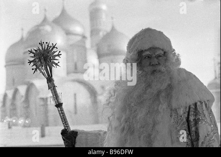 Alexander Khvylya People s Artist of the Russian SFSR as Ded Moroz Father Frost at a New Year s performance the - Stock Photo