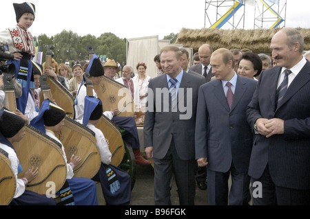 Russian President Vladimir Putin Belarussian President Alexander Lukashenko and Ukranian President Leonid Kuchma - Stock Photo