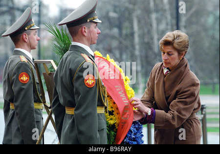 Columbia Foreign Ministey Maria Barco Isacson on stay in Russia laying flowers to Unknown Soldier s Tomb near Kremlin - Stock Photo