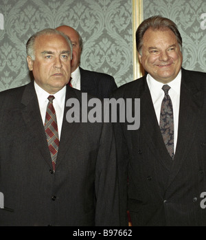 Viktor Chernomyrdin Prime minister of the Russian Federation left and Gennady Udovenko right Foreign Minister of - Stock Photo