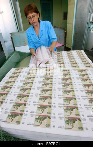 Sorting sheets of hundred ruble bills at Moscow s Goznak printing factory - Stock Photo
