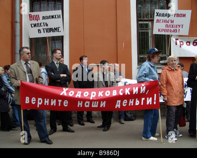 Picketers protesting near the building of the Meshchansky district court - Stock Photo