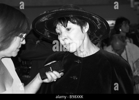 Poetess Bella Akhmadulina being interviewed - Stock Photo
