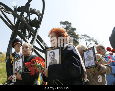 April 26 2007 is the 21st anniversary of the Chernobyl nuclear plant disaster A remembrance rally at the victims - Stock Photo